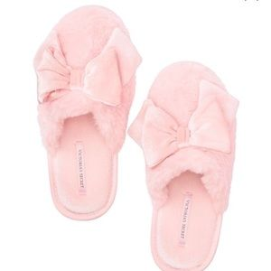 Victoria's Secret Pink Ribbon Bed Slippers